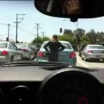 Ta kobieta myśli, że jest... samochodem!