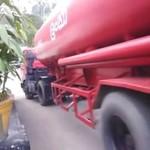 Zakręcanie w wykonaniu ogromnej ciężarówki