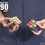 Ułożył dwie kostki Rubika jednocześnie!