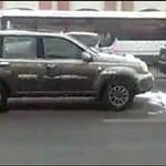 Odśnieżanie auta... na jezdni!