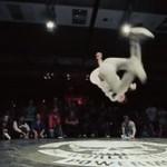 Niezwykły pojedynek breakdancerów