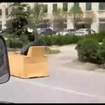 Przedziwny pojazd na drodze!