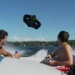 """""""Latający"""" ponton nad wodą"""