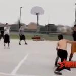 Uliczna walka na boisku do kosza