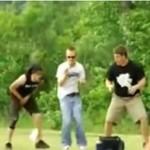 Pechowcy nie powinni grać we frisbee...