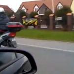 Motocyklista na holu