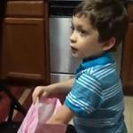 Na urodziny dostał banana... i kocha to!