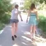 13-latki z Rosji próbują chodzić na szpilkach