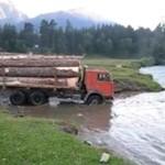 Przeprawa Kamazem przez rzekę