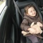 Tata z córeczką na przejażdżce