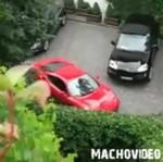 Nie każdy potrafi zaparkować Ferrari...
