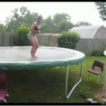 Z trampoliny do basenu