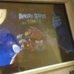 """Zagrali w """"Angry Birds""""... na bankomacie!"""