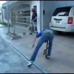 Deskorolka zaatakowała jego krocze!