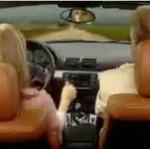 Blondynka za kierownicą