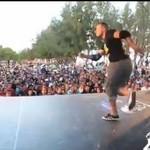 Breakdancer zleciał ze sceny