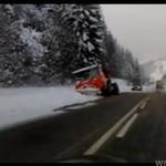 """Tak """"pracują"""" pługi śnieżne w Polsce"""