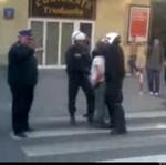 Marsz Wyzwolenia Konopi - POLICJANT rzucił się na protestującego!