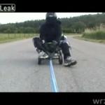 Przekroczył 120 km/h... na dziecięcej zabawce!