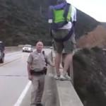 Policjant chciał go przekonać, żeby nie skakał