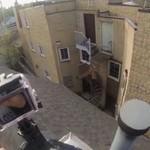 Skok z dachu, nagrany na GoPro