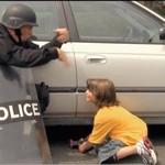 Policja używa dzieci do rozbrajania bomb!