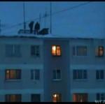 Zima w Rosji - SKOKI Z DACHU W ZASPĘ!
