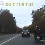 Ten kierowca myślał, że droga należy do niego!