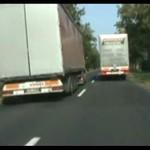Ciężarówki ścigają się na trasie!