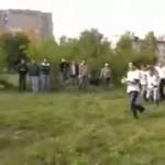 Rosja - ustawka kibiców na łące