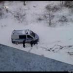 Karetka UTKNĘŁA w śniegu!