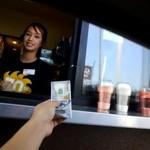 Dał pracownikom fast fooda po 100 dolarów napiwku