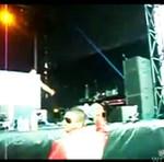DJ myślał, że publiczność będzie go asekurować...