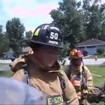 Kto powiedział, że policja i strażacy nie mogą ze sobą współpracować?