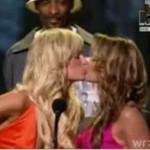 Paris Hilton całuje się z Carmen Electrą!