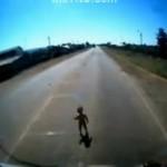 Niemowlak WYBIEGŁ na ulicę!