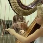 Mała dziewczynka gra na harfie - ALE JAK!