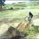 Rowerzysta z nadmiarem pecha
