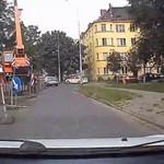 Kolejny kretyn w samochodzie