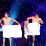 Czy uda im się nie opuścić ręcznika?