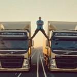 Van Damme robi szpagat... pomiędzy jadącymi ciężarówkami!