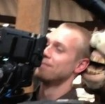 Operator kamery ma nowego asystenta