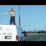 Odstawiła dziki taniec na dachu samochodu