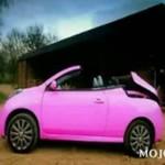 Różowy Nissan Micra
