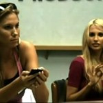 Blondynki testują telefon - zgroza!