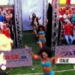 Piłka nożna kobiet w samej bieliźnie