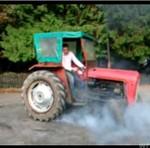 Palenie gumy traktorem