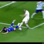 Brutalny piłkarz!