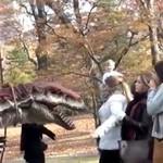 Na spacerze z tyranozaurem