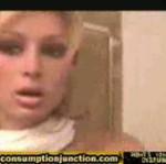 Paris Hilton pokazuje piersi internautom